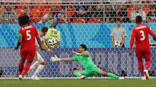 Fakhreddine Ben Youssef , en el momento de marcar el gol 2.500 en la...