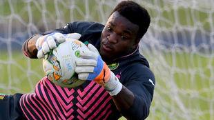 Ondoa, en un entrenamiento con la selección de Camerún.