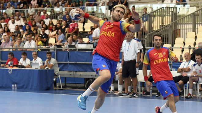 Marc Cañellas (22 años) lanza a portería ante Croacia