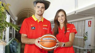 Alberto y Tamara Abalde, durante la concentración de la selección...