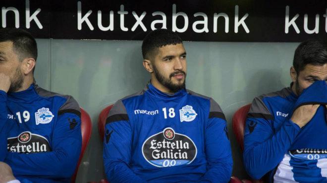 Bakkali en el banquillo con el Deportivo.