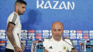 Sampaoli y Banega, en la conferencia de Prensa en Kazan.