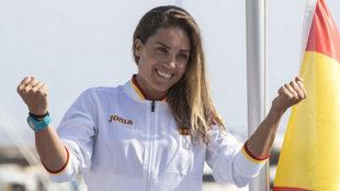 Blanca Manchón celebra su oro en RS:X en Tarragona.