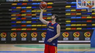 Santi Yusta, en un entrenamiento de la selección.