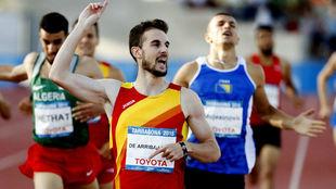 Álvaro de Arriba festeja el triunfo en los Juegos Mediterráneos
