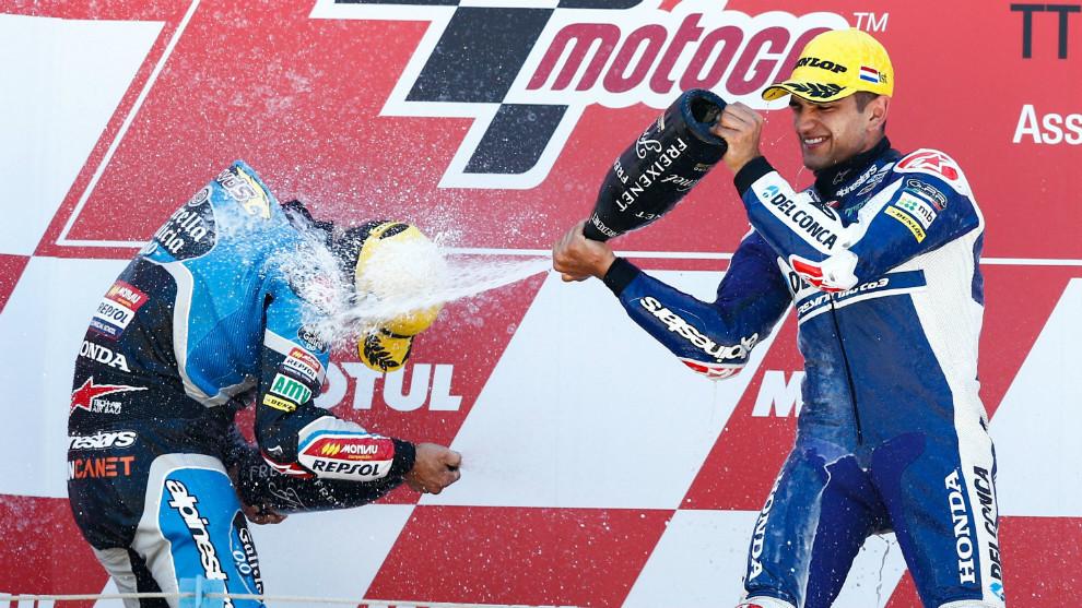 Jorge Martín, celebrando su victoria en el podio de Assen