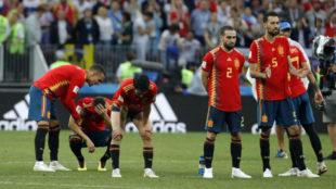 Los jugadores de la selección, hundidos, tras la eliminatoria