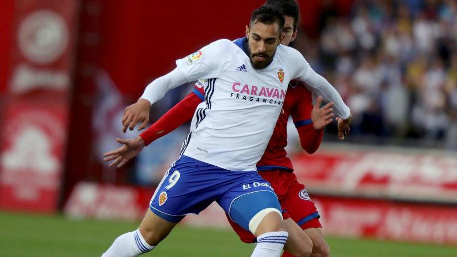 Borja Iglesias, durante un partido con el Zaragoza.