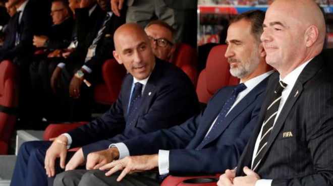 Luis Rubiales, Felipe VI and Gianni Infantino