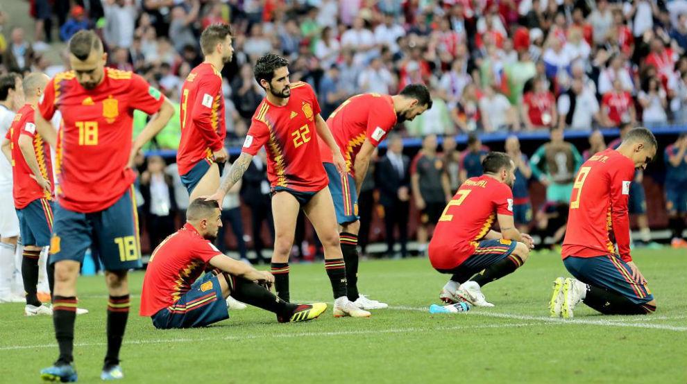 Los jugadores españoles lamentando la eliminación ante Rusia.