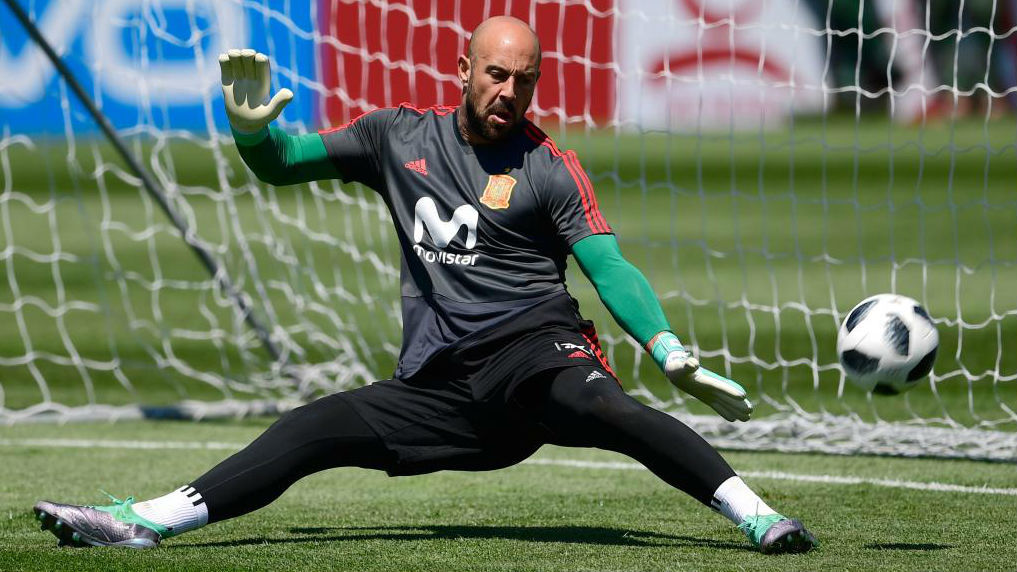 Milan officially announce Reina signing.