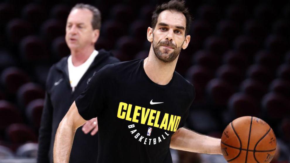 José Manuel Calderón calentando con los Cleveland Cavaliers