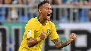 Neymar celebra la victoria.