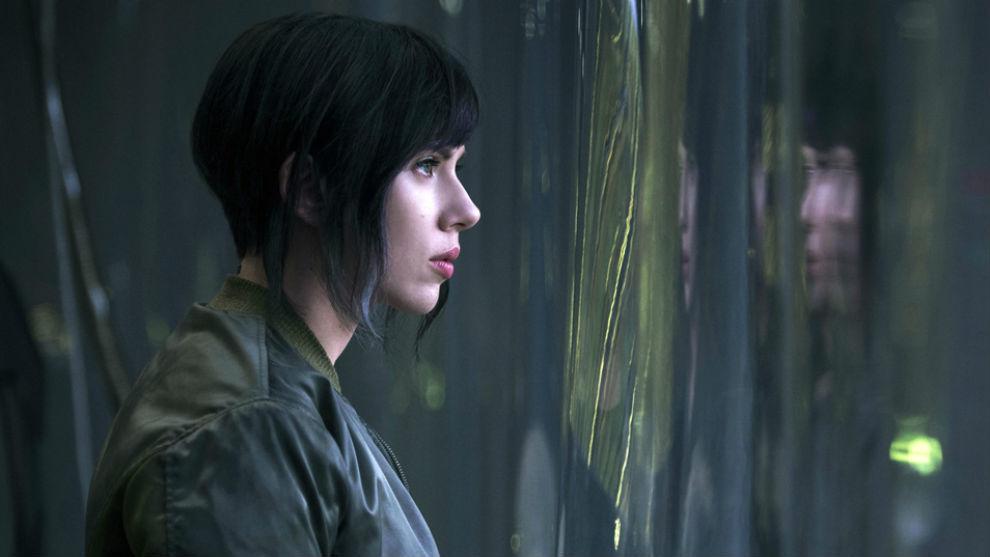 Scarlett Johansson responde a la polémica por interpretar a un personaje transexual