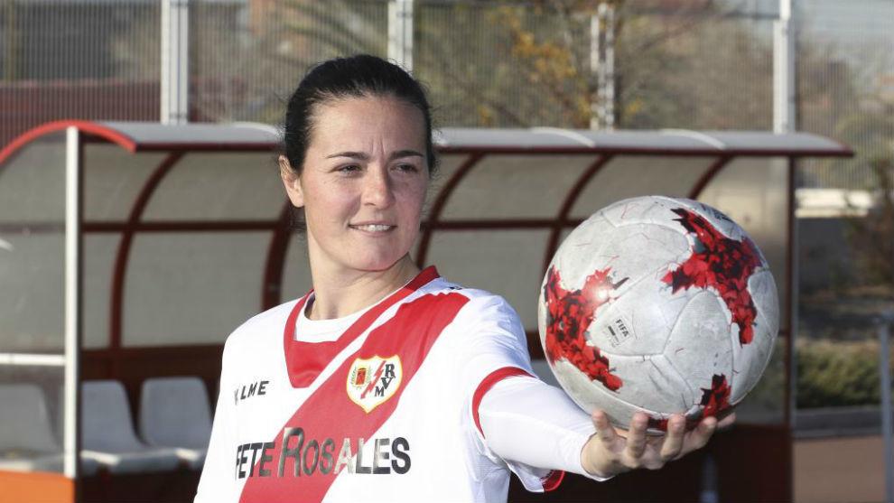 Natalia Pablos posa para MARCA en la Ciudad Deportiva Rayo Vallecano.