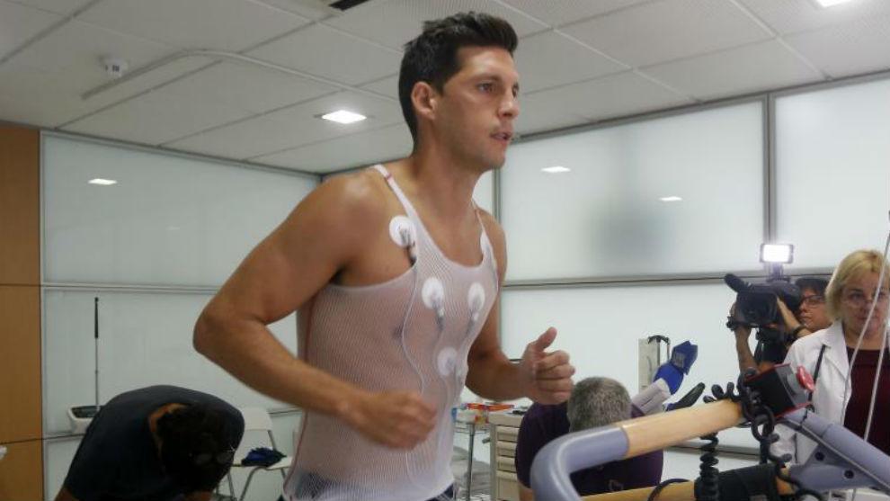 Javi López pasa la revisión médica.