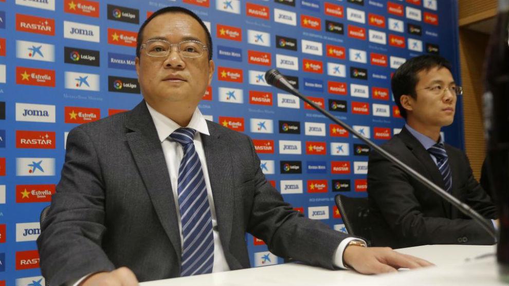 Chen Yansheng, acompañado de Mao Ye.