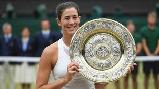Garbiñe con el Venus Rosewater de Wimbledon