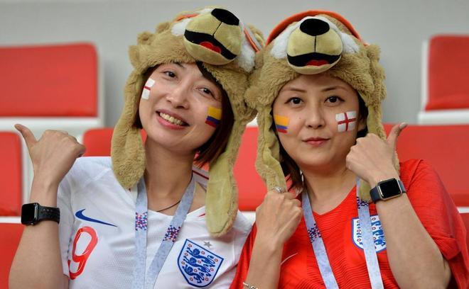 Inglaterra va teniendo respaldo en la grada
