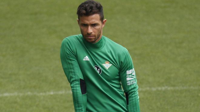 Rubén Castro, en un entrenamiento con el Betis.