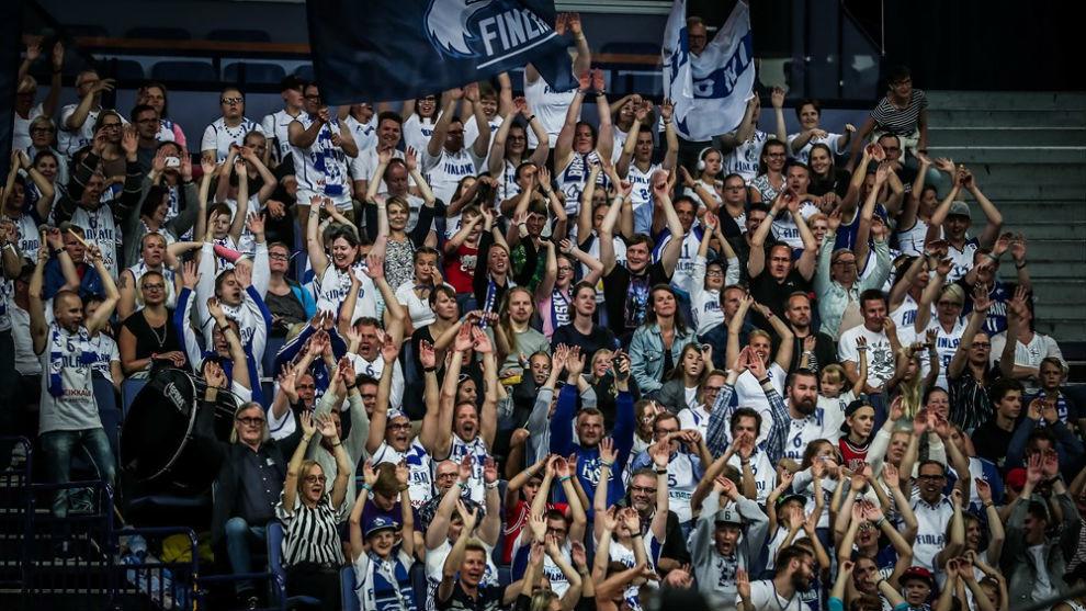 Los aficionados del Hartwall Arena de Helsinki vibraron con la...