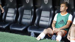 Fran Villalba, en el banquillo de Mestalla.
