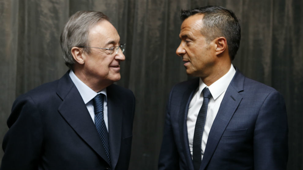 Florentino Pérez conversa con Jorge Mendes, agente de Cristiano...
