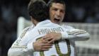 Gonzalo Higuaín y Cristiano Ronaldo celebrando un gol con el Real...