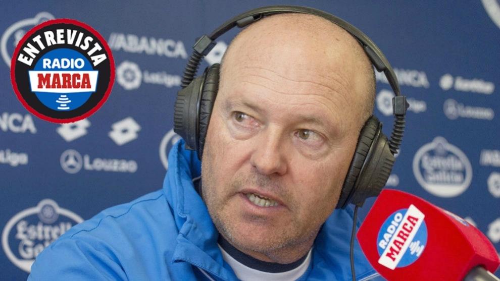 Pepe Mel en los micrófonos de Radio MARCA durante su etapa en el...