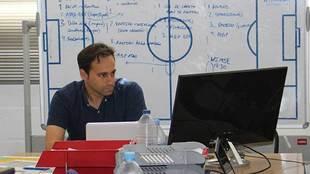 Fran Fernández, en su despacho de trabajo en el club almeriense