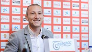 Un sonriente André Sousa, durante su presentación en El Molinón...