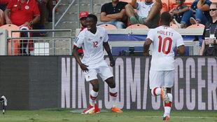 Alphonso Davies celebra un gol con su equipo.