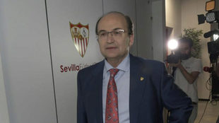 Pepe Castro, presidente del Sevilla, comunica a los medios la postura...