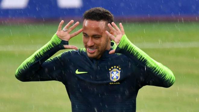 Neymar, en el entrenamiento de Brasil de hoy.