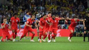 Los futbolistas de Inglaterra celebran el triunfo ante Colombia.