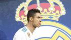Cristiano, delante del escudo del Madrid durante un partido de...