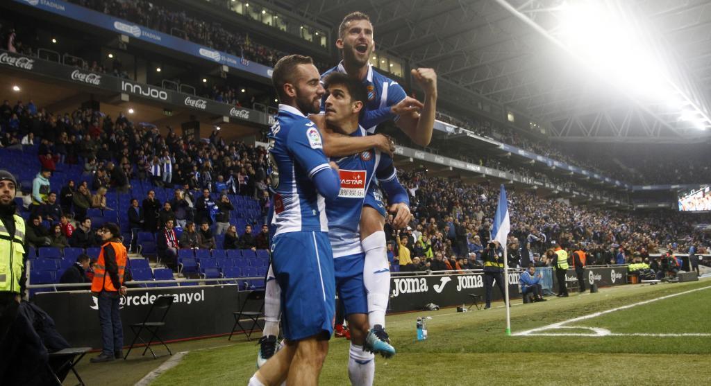 Darder, Baptistao y Gerard Moreno celebran un gol.