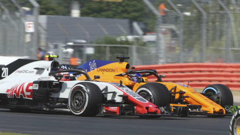 Resultado de imagen de Fernando alonso adelanta a Magnussen