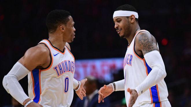 Carmelo Anthony y Russell Westbrook durante un partido de esta...