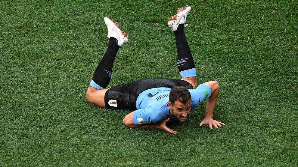 Stuani durante uno de los duelos del partido ante Francia