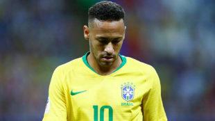 Neymar, cabizbajo tras la derrota ante Bélgica.