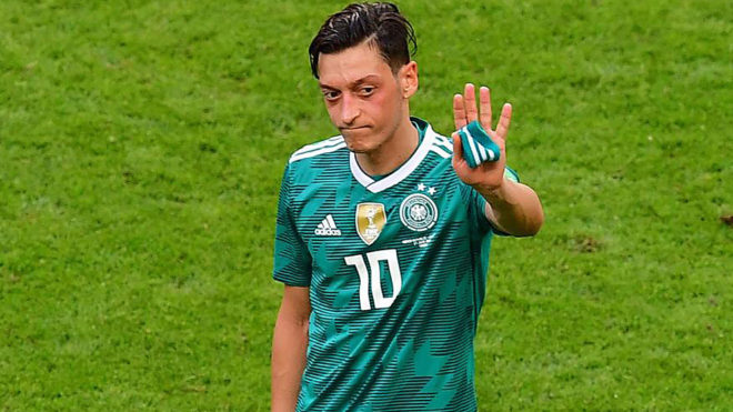 'Scapegoat' Ozil should quit German team- father