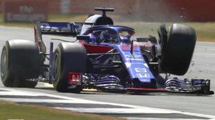 La suspensión del coche de Hartley colapsando.