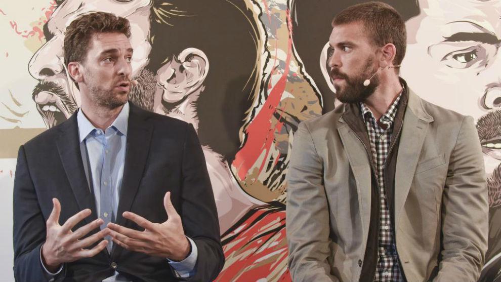 Pau y Marc Gasol durante el acto de presentación del partido