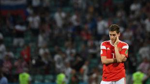 Daler Kuzyaev se lamenta después de la eliminación de Rusia.