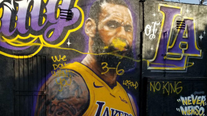 LeBron James firmó su contrato con Los Angeles Lakers