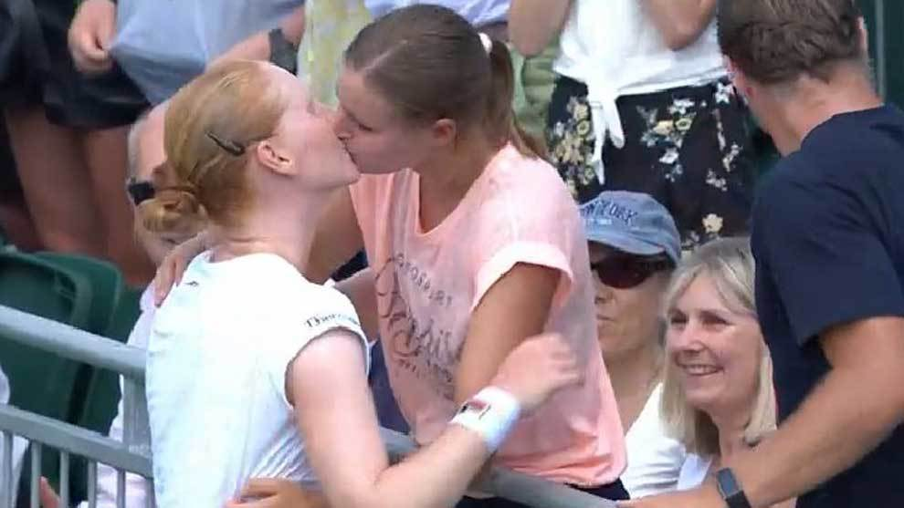 Alison Van Uytvanck celebró su triunfo ante Anett Kontaveit en el...