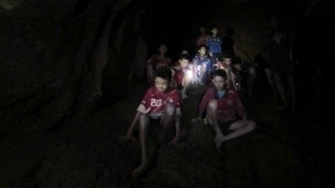 Comienzan las labores de rescate de personas atrapadas en cueva tailandesa