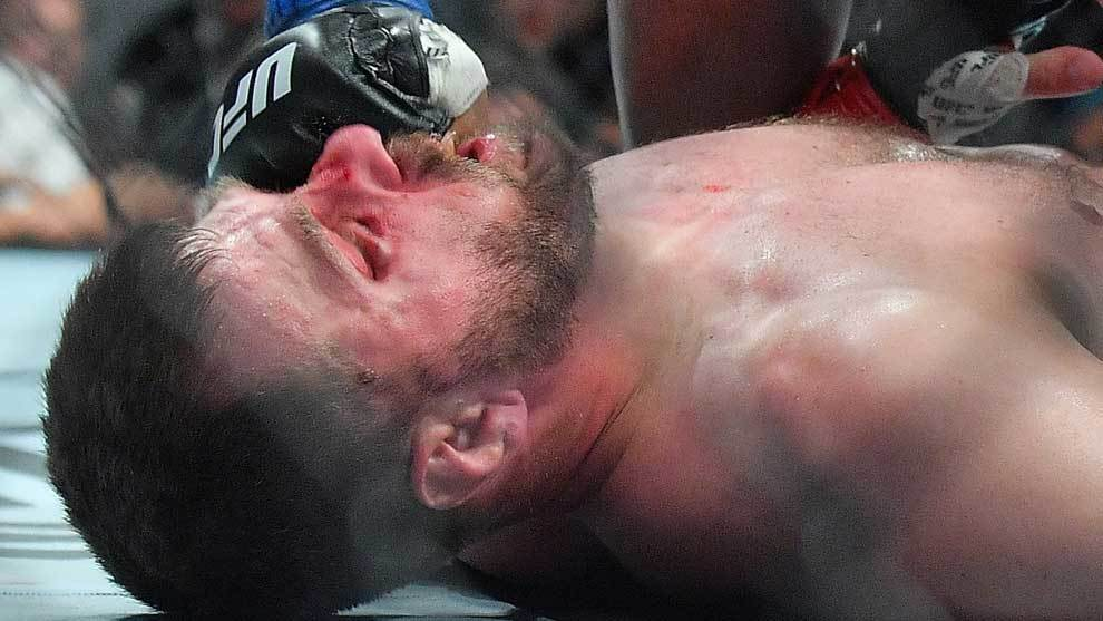 Daniel Cormier gana por KO en el primer asalto a Stipe Miocic en el...
