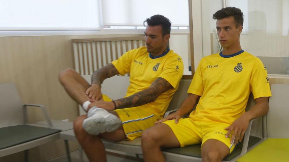Roberto y Puado, en la sala de espera de las previsiones médicas.